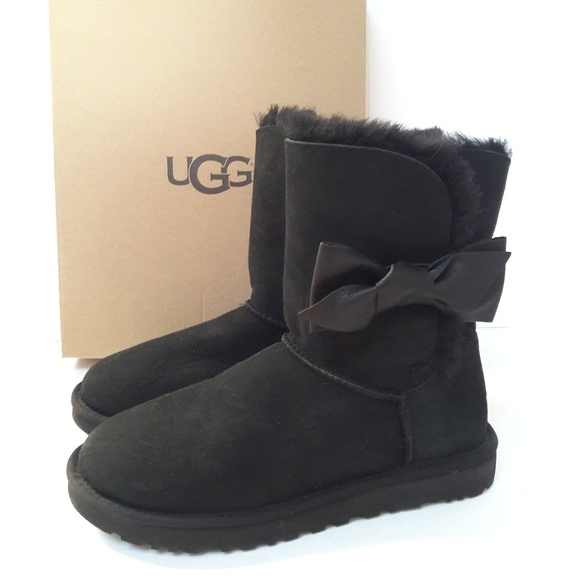 5e3ac617517 New UGG Daelyn Boots Size 9 NWT